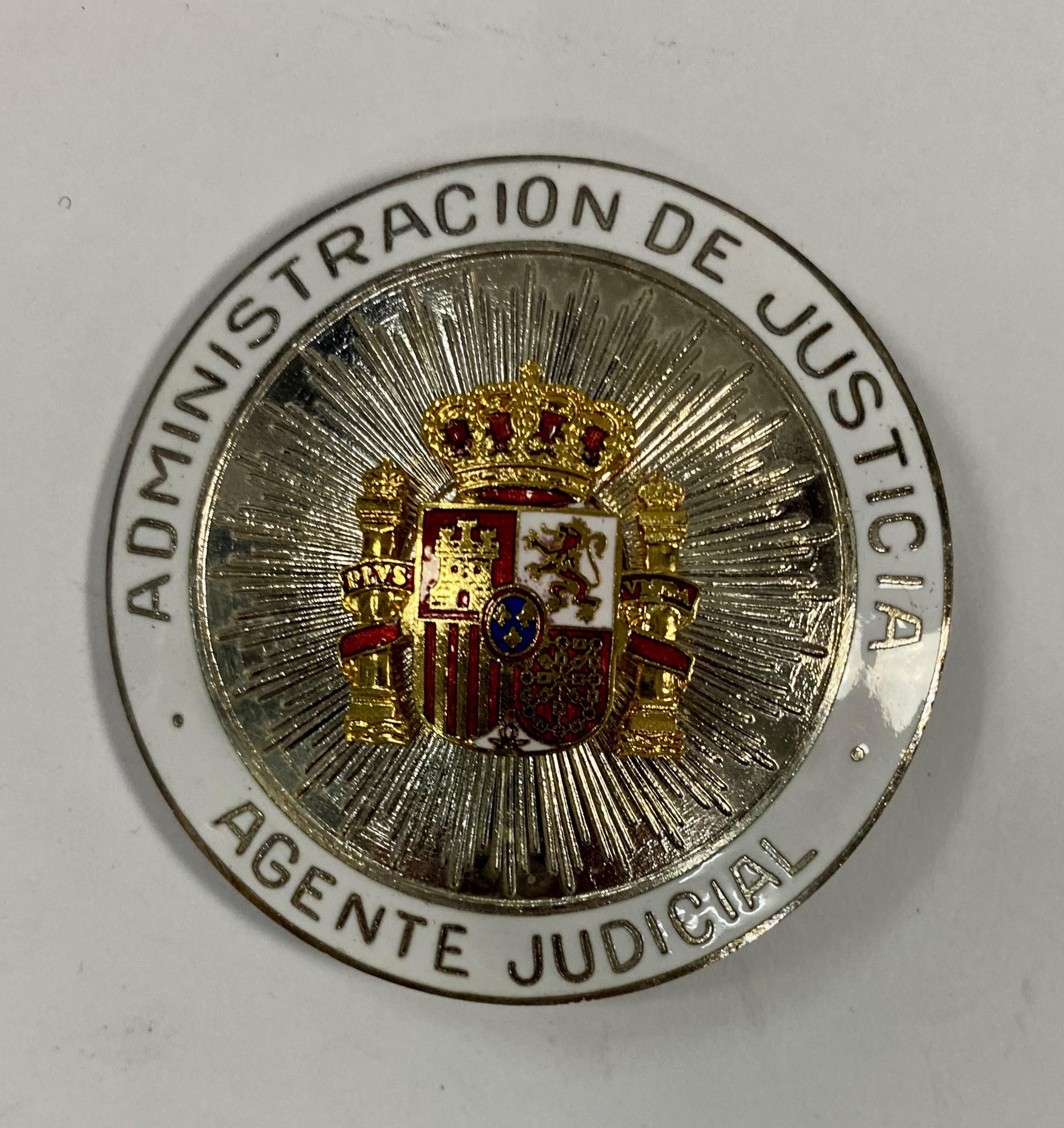 PLACA DE PECHO DE AGENTE JUDICIAL-ADMINISTRACIÓN DE JUSTÍCIA